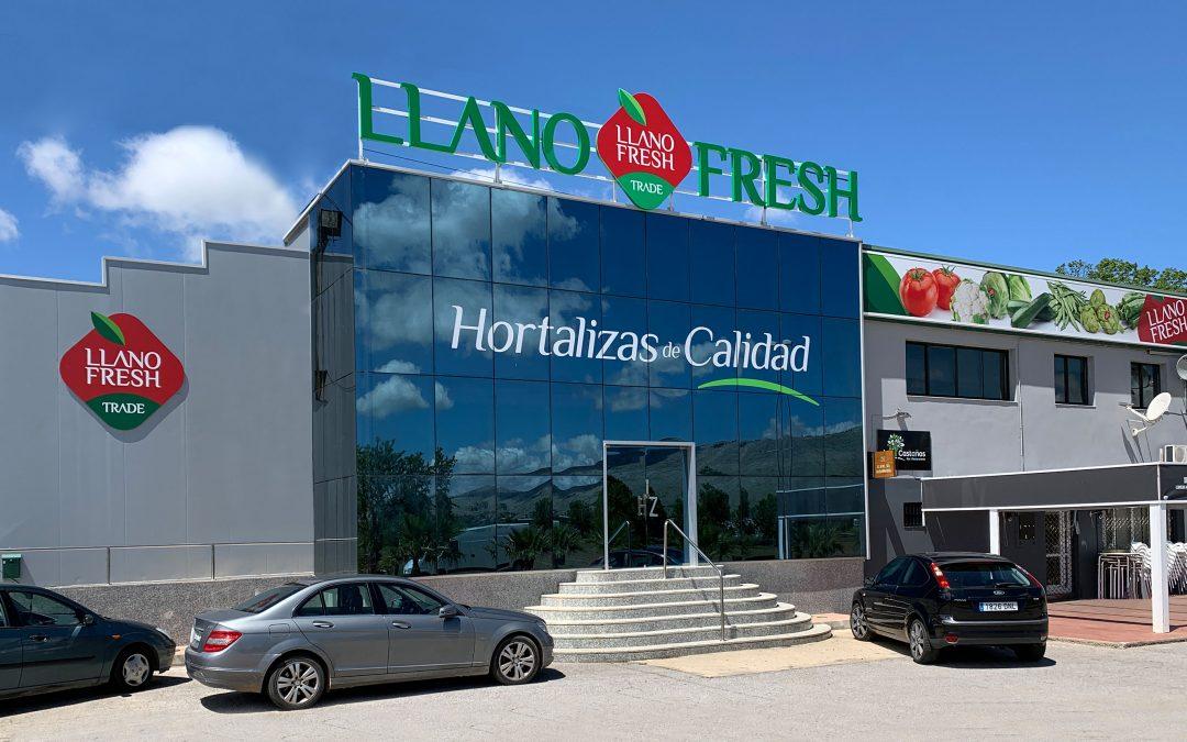 Decoración / Rotulación de fachada para Llano Fresh Trade